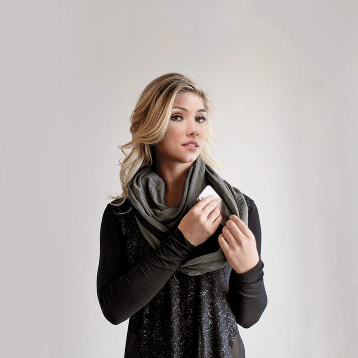 IAG-Lightweight-Infinity-Travel-Scarf-Lifestyle-1200×1200